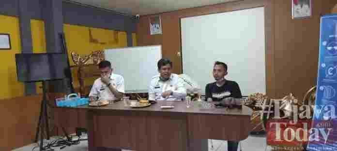 Kepala Disbudpora Ciamis Erwan Darmawan didampingi Kepala Bidang O;ahraga Ayi Daud menyampaikan kebutuhan SDM yang dibutuhkan untuk penyelenggaraan Porprov 2022 Ciamis.