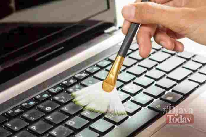 Membersihkan Keyboard Laptop