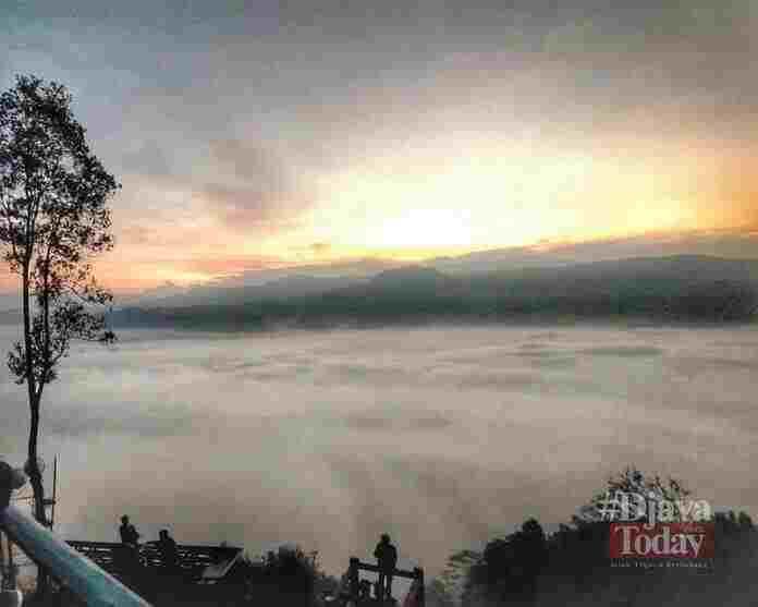 negeri atas awan