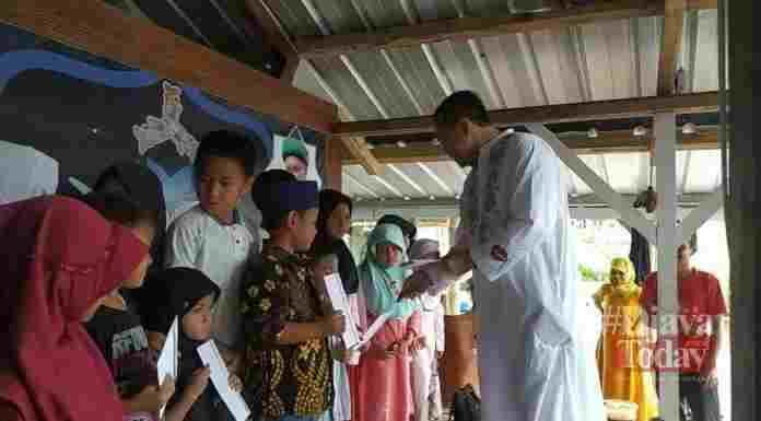 Menyambut Keberkahan 10 Muharram Sekjen DPC Paratai Demokrat Nagikan Santunan Kepada Anak Yatim