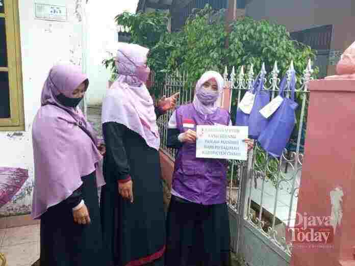 PD Salimah Ciamis Bagikan Sembako Untuk Warga Yang Isoman